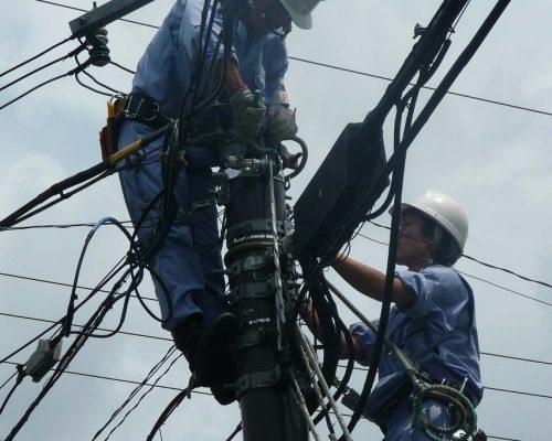 Installation et réparation de câbles aériens / Montage de lignes